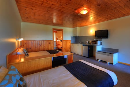 Queen, single and bunk beds, along with a kitchenette - Great for a family of 5!