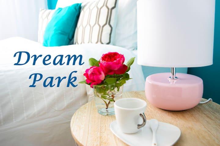 Dream Park (Disneyland + shopping)