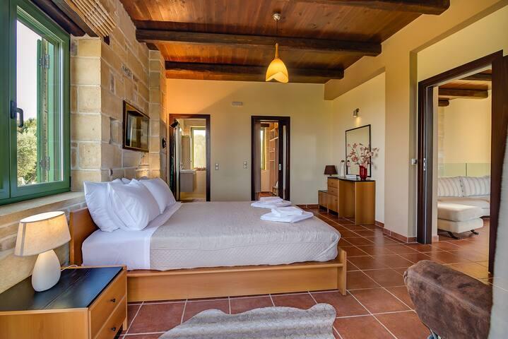 main bedrom with en suite bathroom