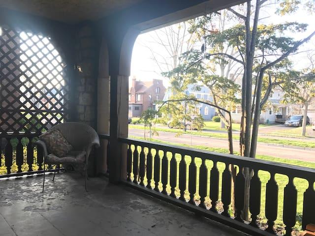 Beautiful 3 BR in historic district - Niagara Falls - House