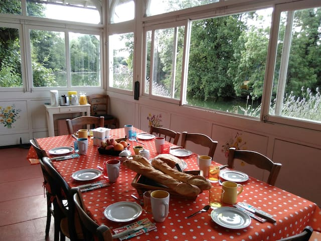 Chambre cosy, petit coin de paradis - Vierzon - Bed & Breakfast
