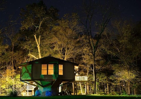 Creekside Treehouse in the Woods-3 mi frm Badlands