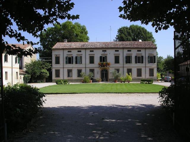 Suite Corte Santa Maddalena - Mantova - Bed & Breakfast