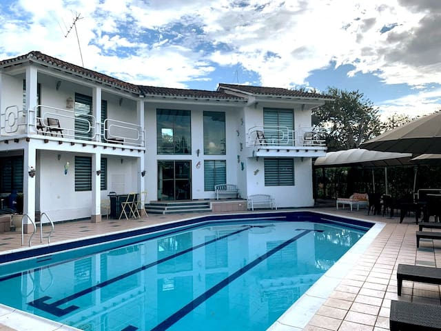 4 bedroom Villa with Pool and BBQ - Private Estate