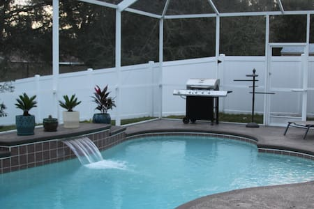 VIP Treatment at Spacious 4,000 sq. ft Pool Home - Riverview