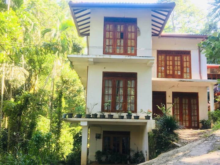 Fresh stay in Kandy + center for many routes