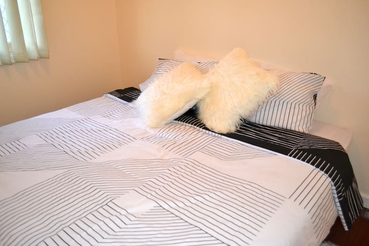 Beautiful Bedroom 2 in hottest location - Coolbellup - Casa