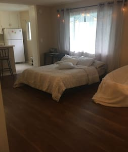 Studio apartment in Studio City - Los Angeles