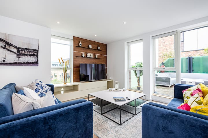 Chiswick Park 3 bed 2 bath, Chiswick, West London