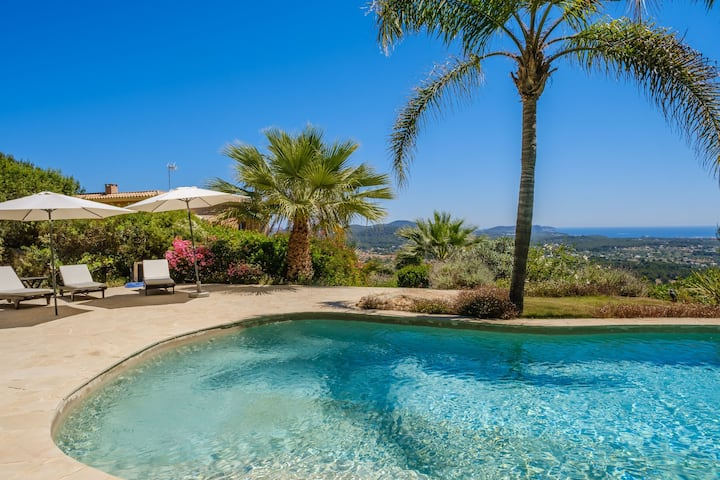 Fantastic Luxury Villa with Guest House, Wi-Fi, Pool, Garden & Sea View; Parking Available