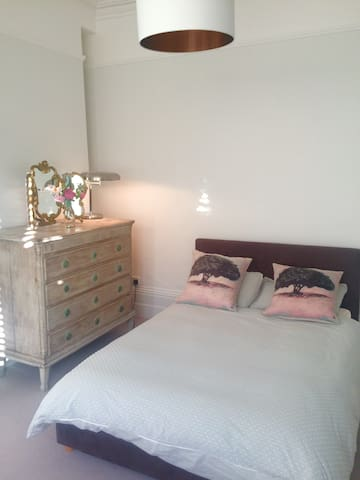 Double room in Edwardian House near Henley centre - Henley-on-Thames - House