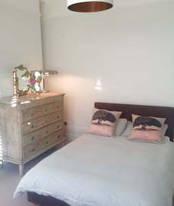 Double room in Edwardian House near Henley centre - Henley-on-Thames