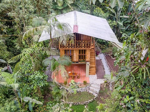 "EcoLux ""TreeHouse"" on 5 acres, Yoga and Trails"
