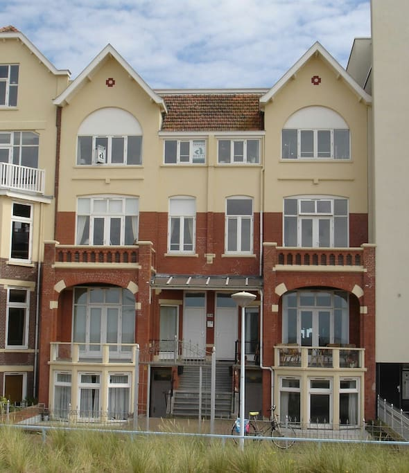 Holland Beach House Rentals: Bord De La Mer-Scheveningen. Beach House