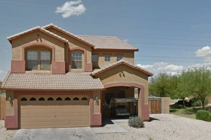 Open Loft, cheap, lots of beds - Tolleson