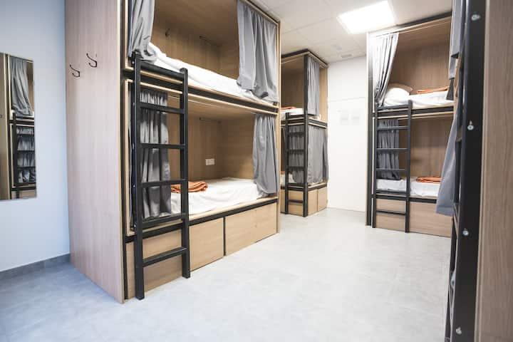 1 cama en habitación compartida de 8 personas