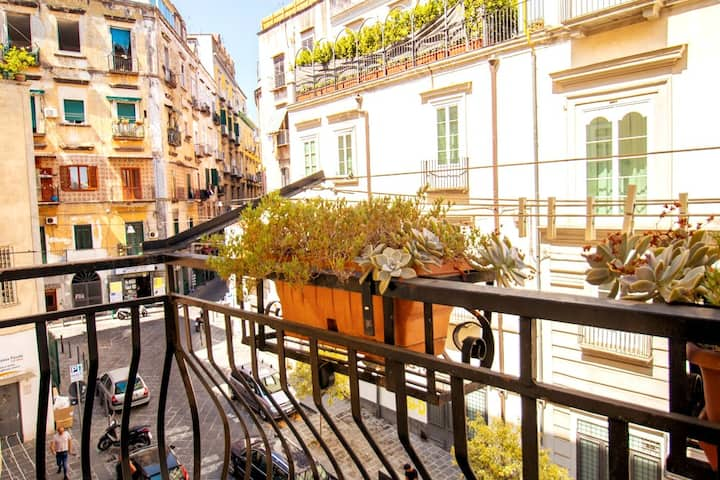 SANTA SOFIA ACCOMMODATION IN THE HEART OF NAPLES