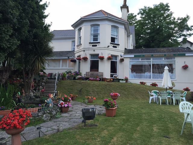 Splendid Victorian Villa in central Paignton