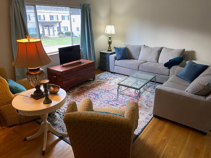 Newly Refurbished West Akron 2 bedroom Apartment