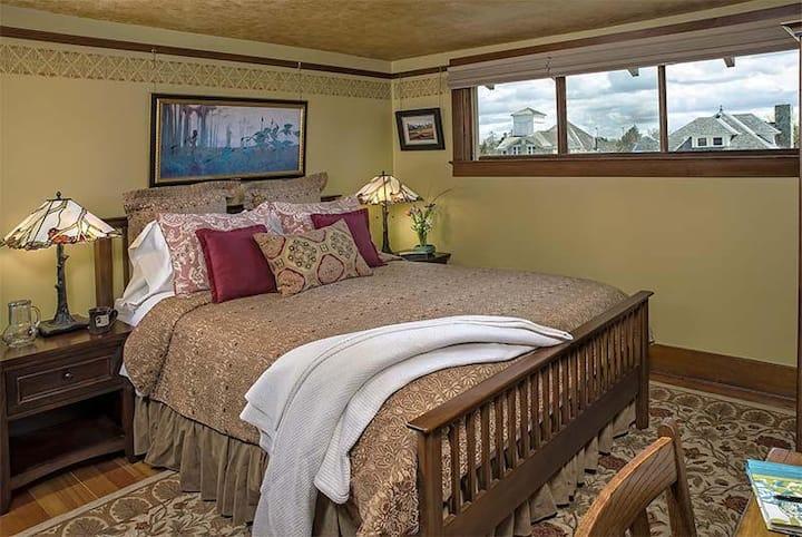 Bronze Antler B&B-Ferguson Ridge Room