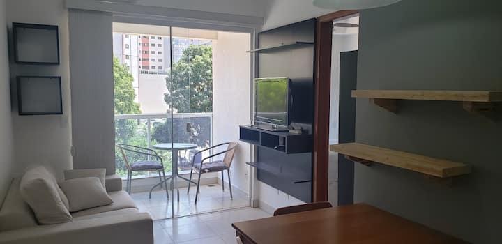 Apartamento confortável ao lado do parque e metrô