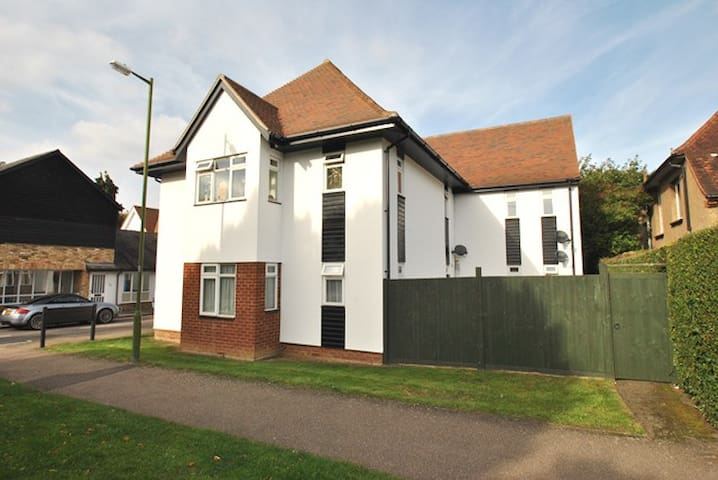 Cute & Quaint Lodge Style Apartment Hertfordshire