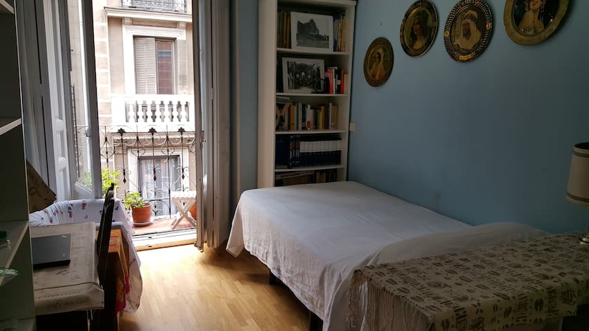 CENTRALLY LOCATED ROOM 10 MIN SOL
