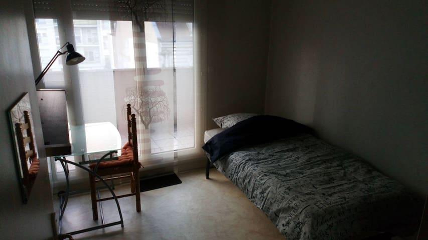 Chambre au centre de Longjumeau :)