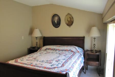 First Vineyard Winery/Sugar Creek B & B, Room 1 - Nicholasville - Penzion (B&B)