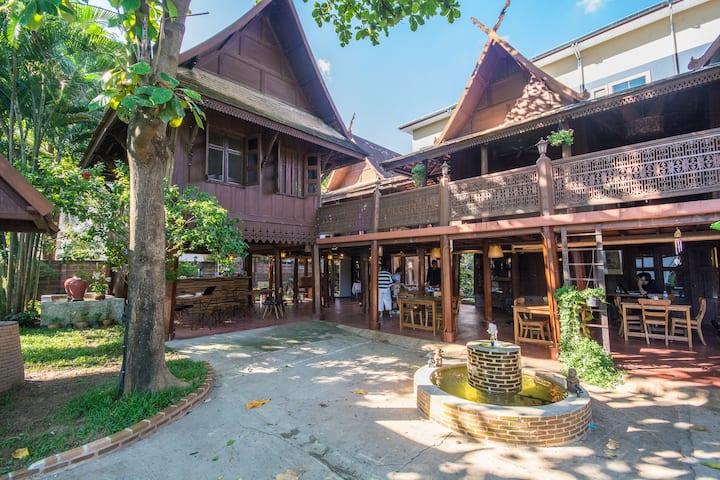 Detached Twin Room in Thai Lanna House ราคาพิเศษ