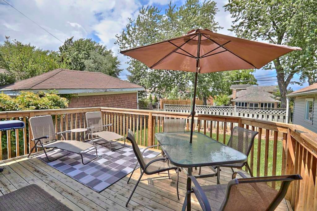 Relax in the loungers on the back deck while you fire up the BBQ for dinner! Lots of space for the kids to play in the fully fenced yard!