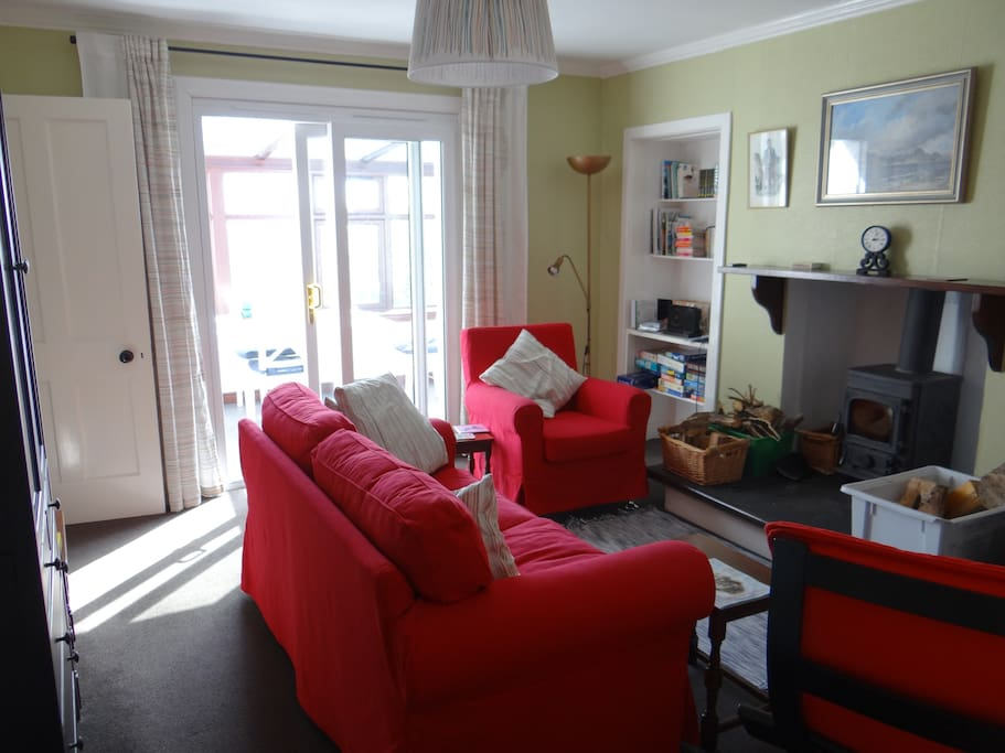 Cosy comfortably furnished lounge.
