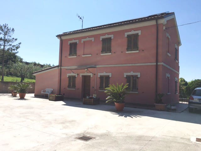 First floor of a villa, 3 bedrooms and bathroom - Senigallia - Villa