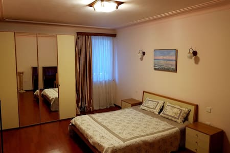 Baku Room in Luxury Apartment in Center