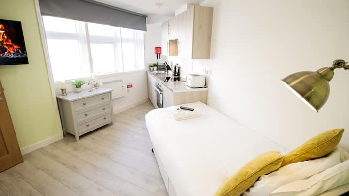 Clean Central Studio - Ideal for Single Travellers!