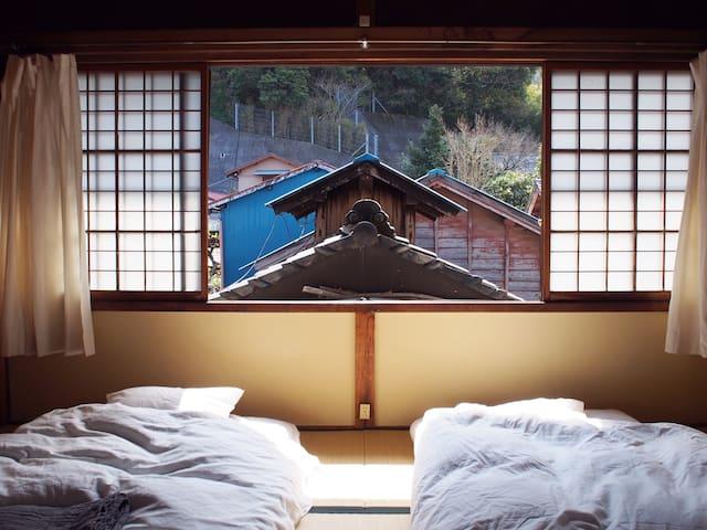 2階寝室 6畳2間あるので4名まで宿泊できます