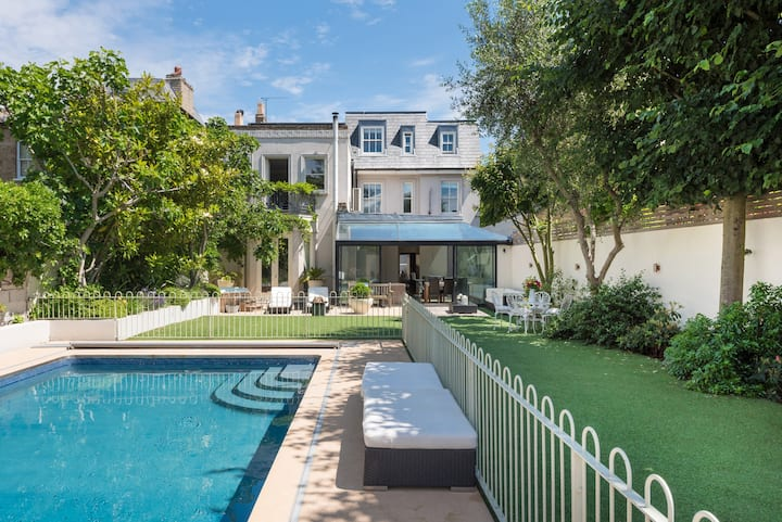 Spectacular 6BR private pool in Wandsworth (Veeve)