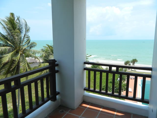 Large beachfront condo in paradise - Khanom - Daire
