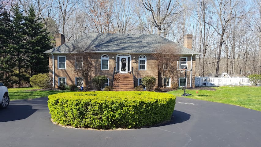 4 Bedroom House close to Liberty Univ! - Lynchburg - House
