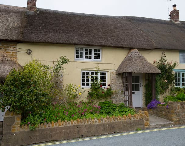 18thCentury 3 bed Thatched Cottage - Chideock - Hus
