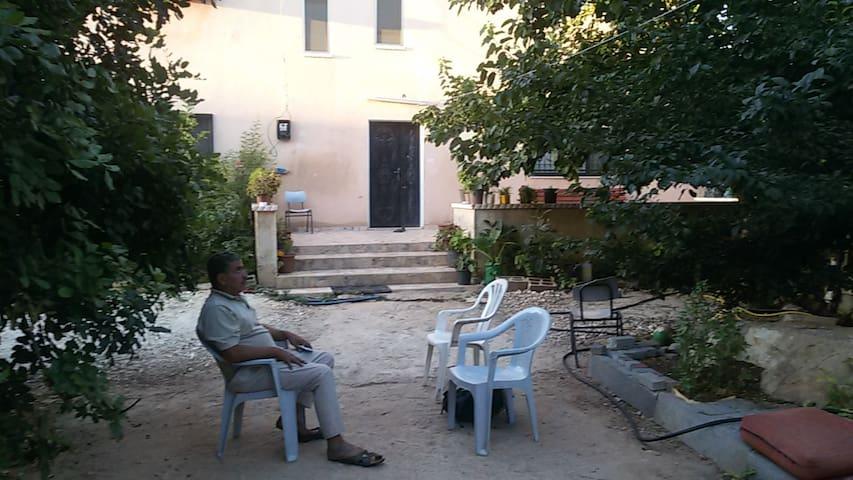 Izbet Tabib - A Palestinian village B&B - Tira - House