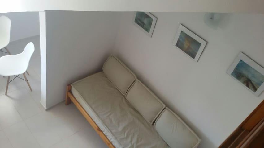Tercera cama, frente a la TV