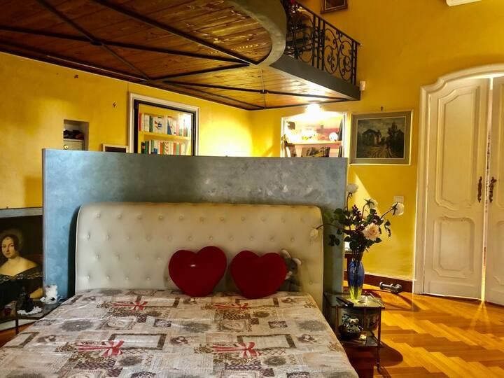 Carlo's BR150-Sanremo Centro-Loft in Villa d'Epoca