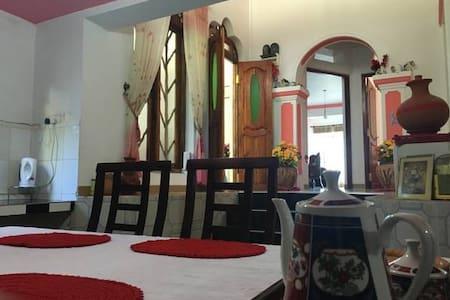 Roshan Guest House - Nuwara Eliya - Ev