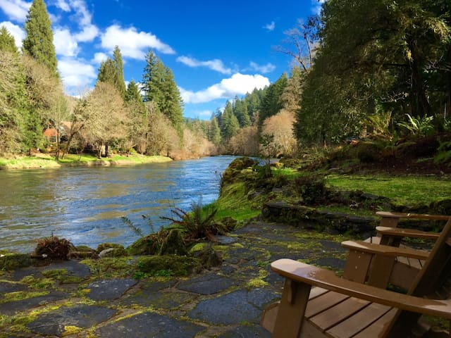 Whispering Pines on the McKenzie River - Vida - Dom