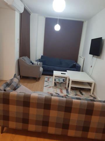 شقة 1+1 للايجار الشهري داخل مجمع يشمل جميع الخدمات