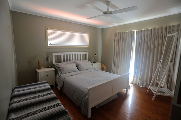 Cosy and Spacious Double Bedroom - Currumbin - Huis