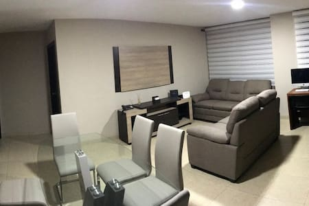 ***LUXURY ROOM IN FINANCIAL ZONE - KENNEDY*** #2