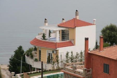 Beachfront Villa Panormos - Erateini