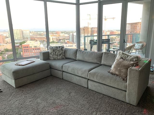 SKYLINE luxury apartment in a college-town